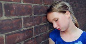 Smutne dziecko z cukrzycą typu 1