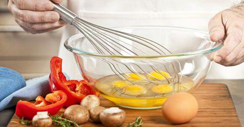 Jajecznica, wysokobiałkowe śniadanie