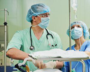 Lekarze dokonują przeszczepu wysp trzustkowych pacjentowi z cukrzycą typu 1